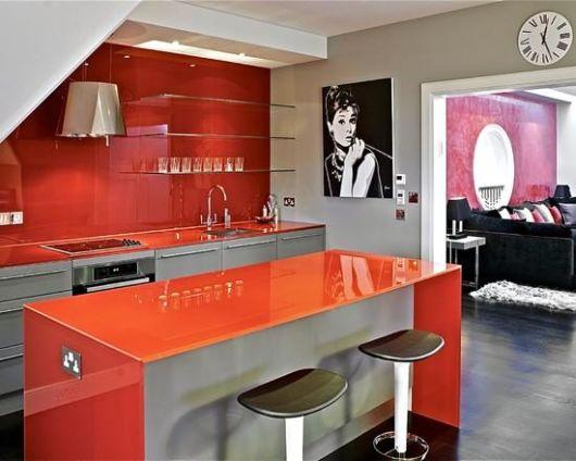 cozinha-americana-pequena-vermelha