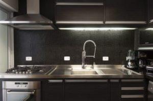 cozinha clean com pastilha preta