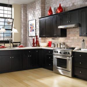 cozinha clean com móveis pretos
