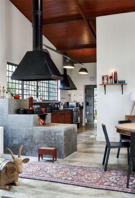 decorar cozinha rustica:revestimento de pedras na parede valoriza a aparência rústica