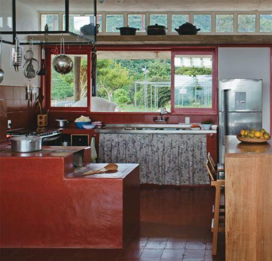 cozinha com fogão a lenha