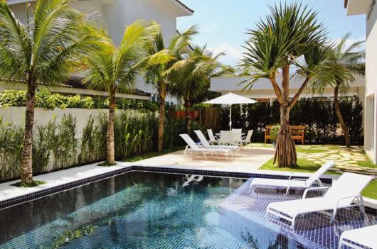 deck-piscina-com-hidro-e-prainha