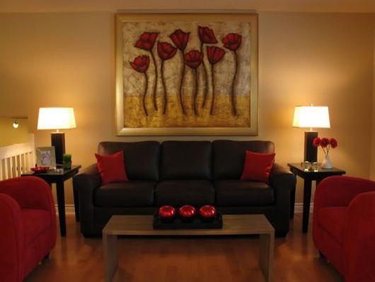 decor-vermelha-sofa-marrom