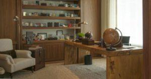decoração clássica para escritório com madeira