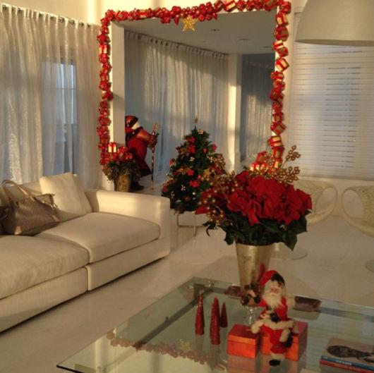 decoração sala de estar dourado e vermelho