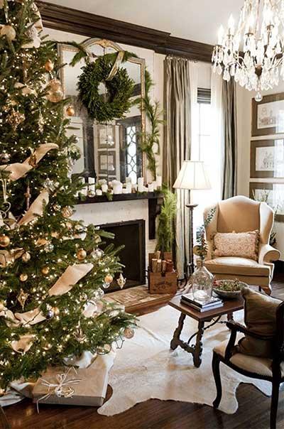 árvore de natal decorada dourado