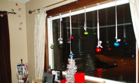 janela decorada simples