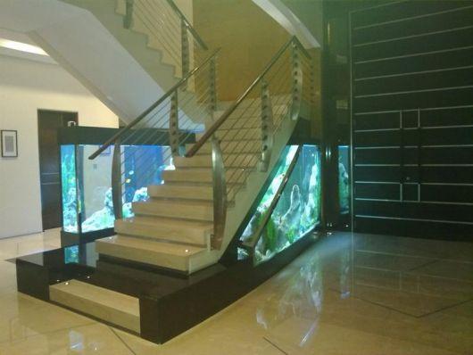 fotos-de-aquarios-embaixo-escada