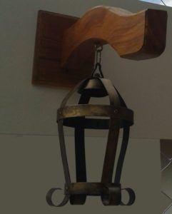 luminárias rústicas arandela de madeira e ferro