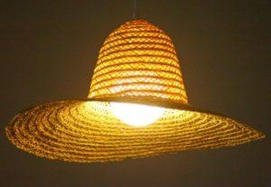 luminárias rústicas de chapéu de palha