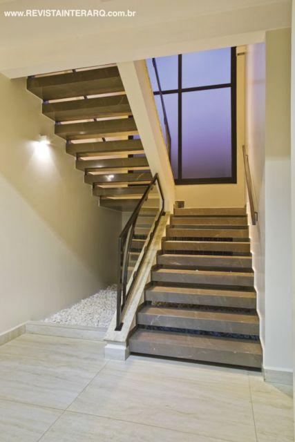 escada mármore bronze armani