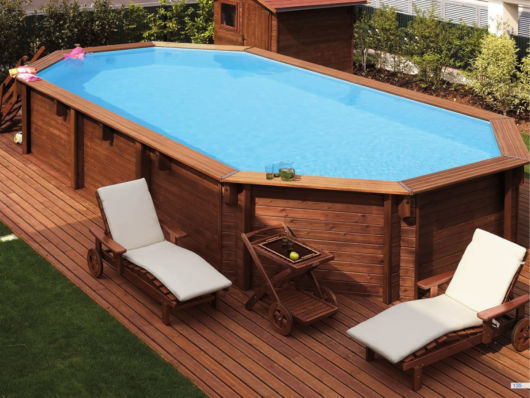 Piscina acima do solo elevada vantagens dicas e 24 modelos for Piscina esterna legno