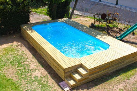 piscina acima do solo elevada vantagens dicas e 24 modelos. Black Bedroom Furniture Sets. Home Design Ideas