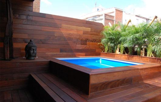 Piscina acima do solo elevada vantagens dicas e 24 modelos for Piscinas para terrazas