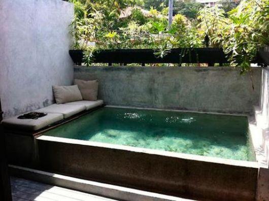 Piscina acima do solo elevada vantagens dicas e 24 modelos for Casas de madera con piscina