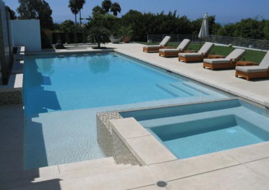 piscina-com-hidro-quadrada-1