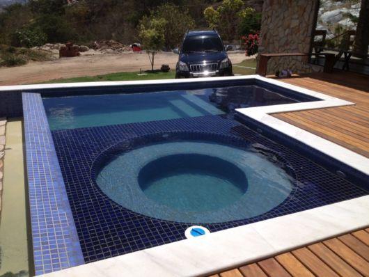 piscina-com-hidro-quadrada