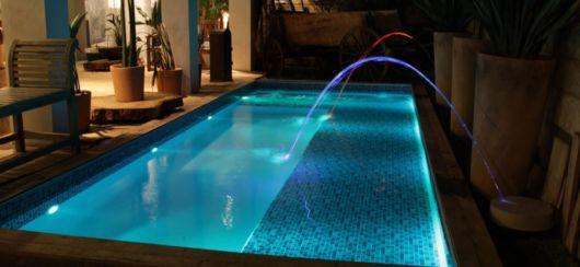 piscina-com-jatos