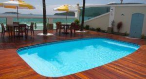 piscina na laje de fibra com deck