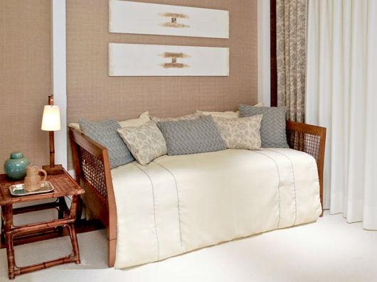 quarto-de-hospedes-com-cama-de-solteiro-simples