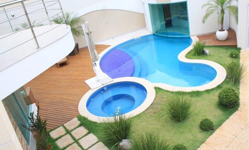 redonda-piscina-com-hidro