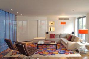 usar tapete colorido em sala colorida