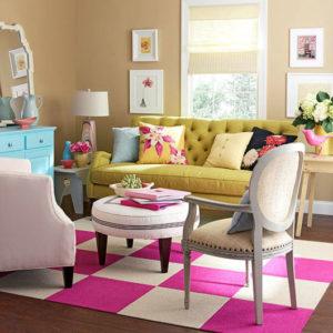 decoração de sala colorida com tapete