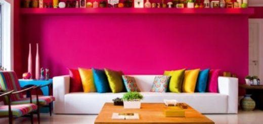 sala-colorida-rosa-com-sofa-branco