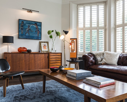 sala-com-sofa-marrom-combinado-com-azul