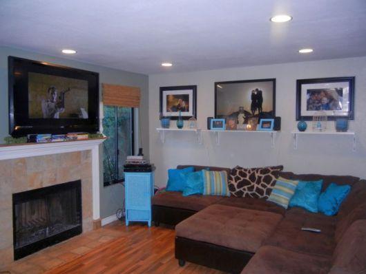 Sala com sof marrom ideias melhores combina es e 30 fotos for Burgundy and turquoise living room