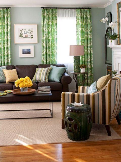 sala-com-sofa-marrom-e-almofadas