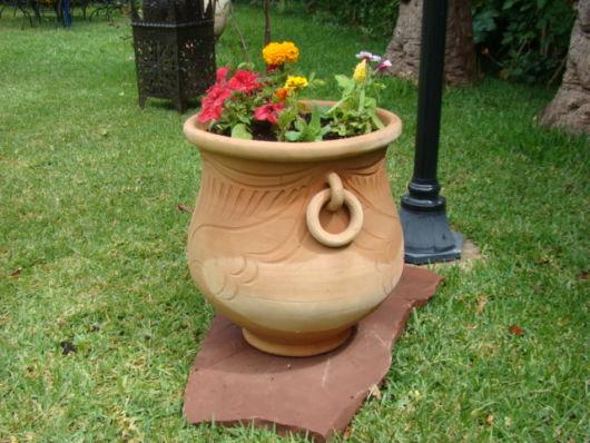 vasos-para-jardim-de-barro-grande