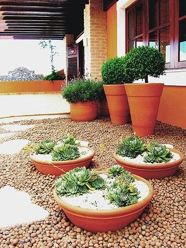 vasos-para-jardim-de-barro