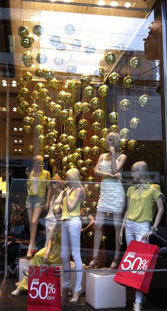 vitrine-de-natal-com-bolas-ideias