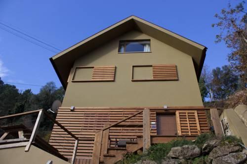 casa-marrom-com-telhado-aparente-estilo