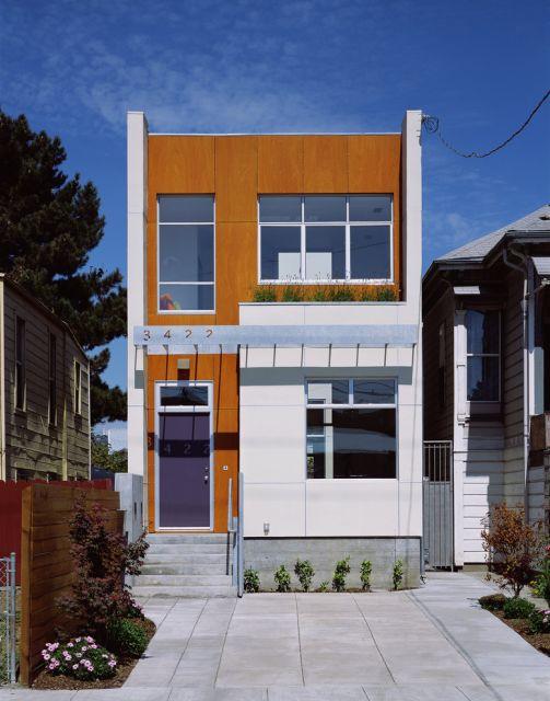 casa-marrom-sobrado-placas-de-madeira