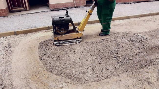 Como compactar o solo para instalação do pisograma