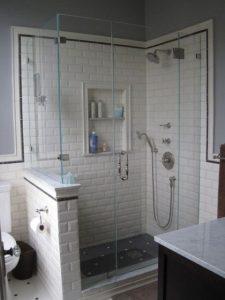 azulejo de metrô na área do banho