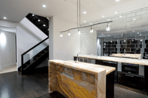 azulejo de metrô de inox em cozinha