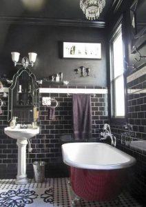 banheiro preto com azulejo de metrô