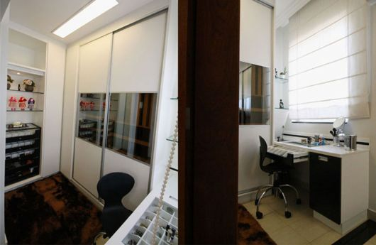 closet simples e pequeno