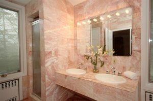 cozinha com granito e mármore rosa