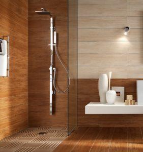 banheiro marrom revestimento madeira