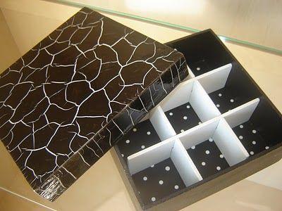 caixa preta e branca
