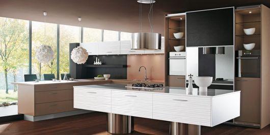 cozinha-marrom-claro-e-branco-chique