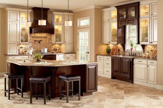 cozinha-marrom-claro-e-branco-classica