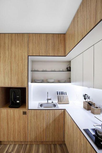 cozinha-marrom-claro-e-branco