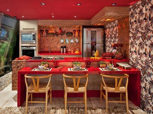 cozinha-marrom-com-vermelho