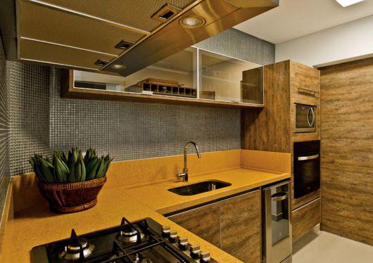 cozinha-marrom-e-amarela-chique