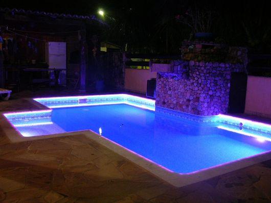 fita-de-led-em-piscina